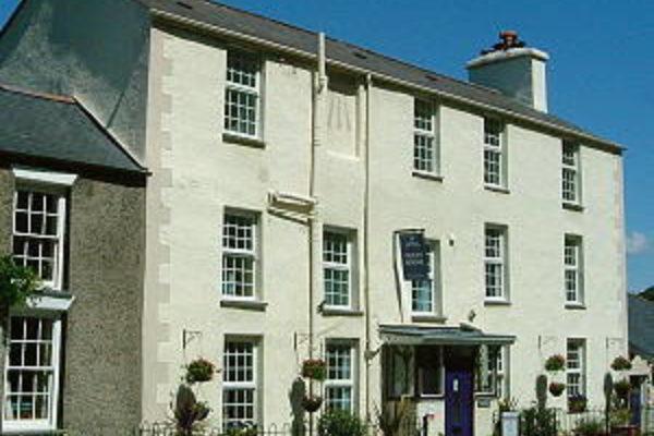 Einion House fairbourne