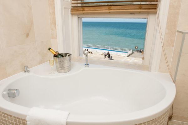 Gwesty Cymru Bath with a view